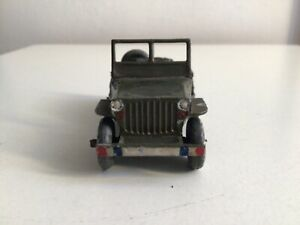 dinky toys rare jeep m24 apres guerre sorti de grenier complete à nettoyer.