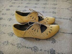 Fidji Shoes Pump Cut Out Mary Jane Lace Up Shoe 38 1/2 yellow