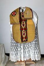 Chasuble Romaine de prêtre en drap d'or avec voile et manipule XIXe Siècle