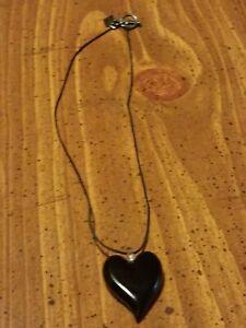 YUMMI GLASS HEART NECKLACE ONYX EUC