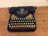 VINTAGE L C SMITH CORONA TYPEWRITER IN ORIGINAL CASE - BLACK & GOLD