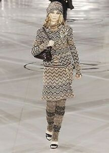 NWT EXQUISITE CHANEL RUNWAY TWEED SKIRT JACKET SUIT  42 / 40 CC LOGO NEW RARE