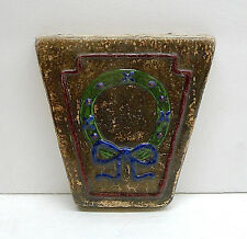 Claycraft Vintage Keystone Tile with Wreath