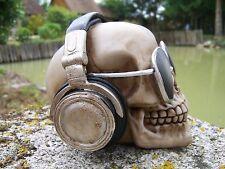 HF1549   FIGURINE STATUETTE   CRANE TETE MORT RAVE PARTY DJ  SQUELETTE TECHNO