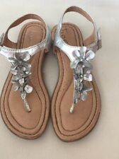 Girls Boc by Born Silver Metallic Flower Ankle Straps Thong Toe Sandals Size 2