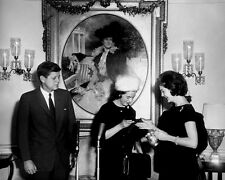 JOHN F. KENNEDY & JACKIE GET CHRISTENING CUP FOR JOHN JR. - 8X10 PHOTO (BB-419)