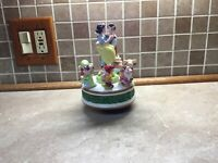 VINTAGE DISNEY'S SNOW WHITE, PRINCE & 7 DWARFS MUSIC BOX by Schmid, Missing One