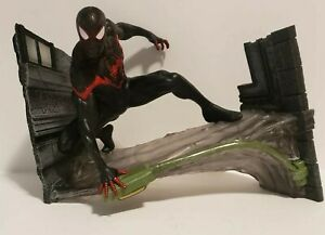 SPIDER-MAN MILES MORALES Premier Collection Statue Diamond Select Marvel, Loose