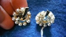 """7/8"""" vntg clip on,10 pearls in a silvertone circle earrings,MARHILL designer"""