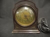 VINTAGE ELECTRIC BAKELITE CLOCK MADE IN USA NON FUNCTIONAL BROWN