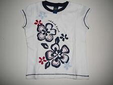 Oshkosh tolles T-Shirt Gr. 110 / 116 weiß mit Blumenmotiven !!