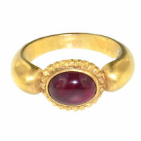 (1721) 18 carats gold ring with ruby