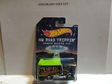 Hot Wheels Road Trippin Blue/Green UFO Parking Hiway Hauler 2