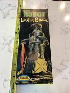 VTG Aurora 1968 The Robot Lost In Space Toy Model KIT NO. 418-100 - RARE!!!