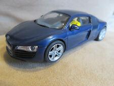 Audi R8 1:32 CARRERA