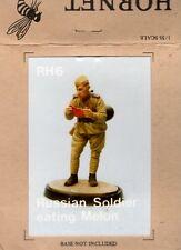 HORNET MODELS RH6 - RUSSIAN SOLDIER EATING MELON - 1/35 WHITE METAL