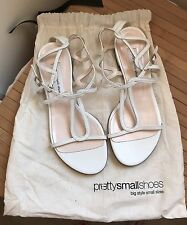 PRETTY SMALL SHOES LADIES FLAT WHITE SANDALS (EXCELLENT CONDITION) SIZE 34.5