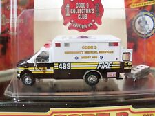CODE 3 - COLLECTOR'S CLUB CHIEF'S EDITION MEDIC / EMS FORD E350 AMBULANCE - 1/64
