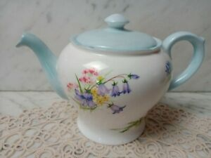 SHELLEY WILD FLOWERS 13668 SMALL TEAPOT. NO POSTAGE ON THIS ITEM PICK UP ONLY.