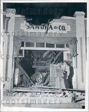 1941 Policeman Guards Earthquake Damaged Store Lomita Los Angeles Press Photo