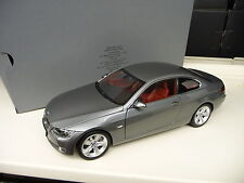 1:18 Kyosho BMW E92 330 i Coupe grau metallic Dealer Edition NEU NEW