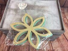 NEW IN PACKET BLACK GINGER 3 PACK NON SLIP FLOCKED FLOWER SHAPE SCARF HOLDER