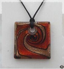 Pendentif Carré Dorya Or Motifs Rouge Orangé et Noir Verre Soufflé Style Murano