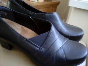 Ladies Clarks Artisan Black Leather Slip On Low Heeled Shoes Size UK 4E