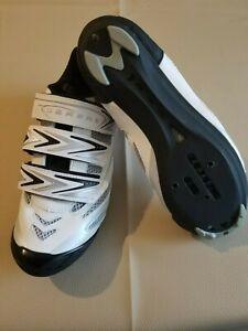 Chaussures de cyclisme SERFAS, noir et blanc, pointure 37