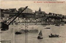 CPA  Granville - Le Port Remorquage d'une bouée   (589434)