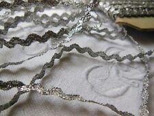 ancienne dentelle en fil  argenté  style lurex serpentine  2 m  sur 0,6 cm
