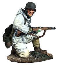 BRITAINS SOLDIERS 25049 - German Volksgrenadier Kneeling in Parka with K-98 No.1