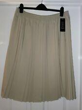 BNWT Ladies Brown/Biege Skirt. Size XL Pleated.