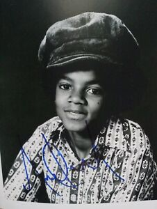 AUTHENTIC MICHAEL JACKSON RARE 8 x 10 SIGNED PHOTO!  JSA Authenticated