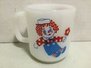 Vintage Raggedy Ann and Andy Milk Glass Cup / Mug Coffee (BEAUTIFUL CONDITION) !