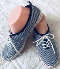 GAP Woman's Blue/Red Fabric Upper Sneaker Tennis Shoe Size 8M