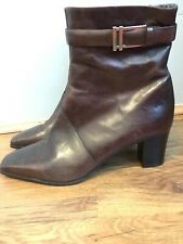 Clarks Womens Brown Leather Boots Size 6