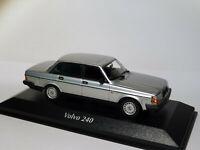 Volvo 240 GL berline de 1986 au 1/43 de Minichamps / Maxichamps 940171402