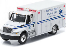 GREENLIGHT 1/64 H.D.TRUCK INTERNATIONAL DURASTAR AMBULANCE CENTRAL PARK MEDICAL