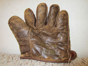 "VINTAGE BASEBALL VERY EARLY LEATHER ""TRIPLE PLAY"" FIELDER'S GLOVE"