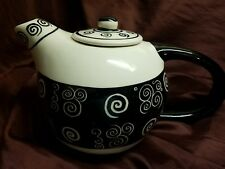 Bloomingdale's teapot, great condition, black and white design! Ships fast!