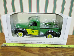 John Deere 1940 Ford Pickup With LU Engine By SpecCast 1/25th Scale >