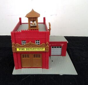 N Scale Pola (Germany) Lighted Fire Station - Assembled - NICE!