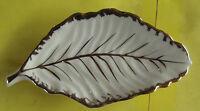 Ancien plat feuille amuse bouche apéritif art de la table blanc et doré 20,5 cm