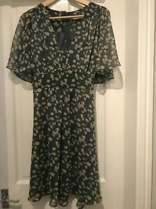 Pretty Grey Floral Tea Dress with Angel Sleeves and Tie Back Size 16 by AWear