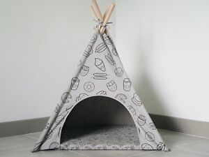 Pipolli Food Dog Teepee with Matching Cushion and Carry Bag ($110 VALUE)