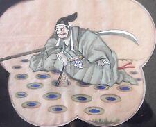Japon peinture sur soie samourai à l'eventail  agenouillé