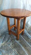 MESA redonda de madera, Modelo Roundtable, color castaño, 40 cms. diámetro