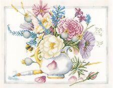 LANARTE  0165375  Flowers in white pot  Kit  Broderie  Point de Croix  Compté