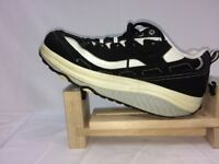 Skechers Shape Ups Size 7.5 Black & White 11809 Womens Toning Walking Shoes